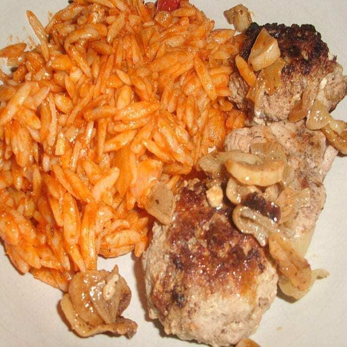 Bifteki Rezept mit Griechischer Tomatenreis
