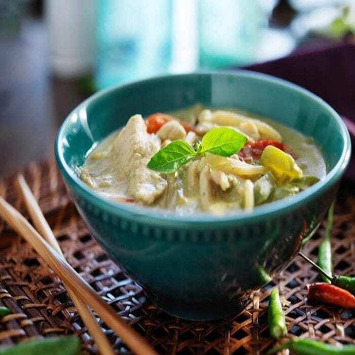 Suppe mit Kokos und Hähnchen