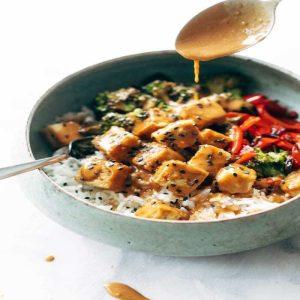 Brokkoli Tofu Pfanne mit Erdnusssoße