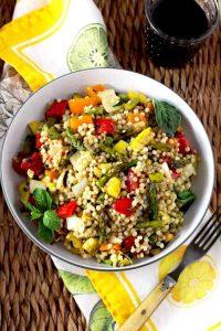 Vegetarisches Grillen und Couscous Salat