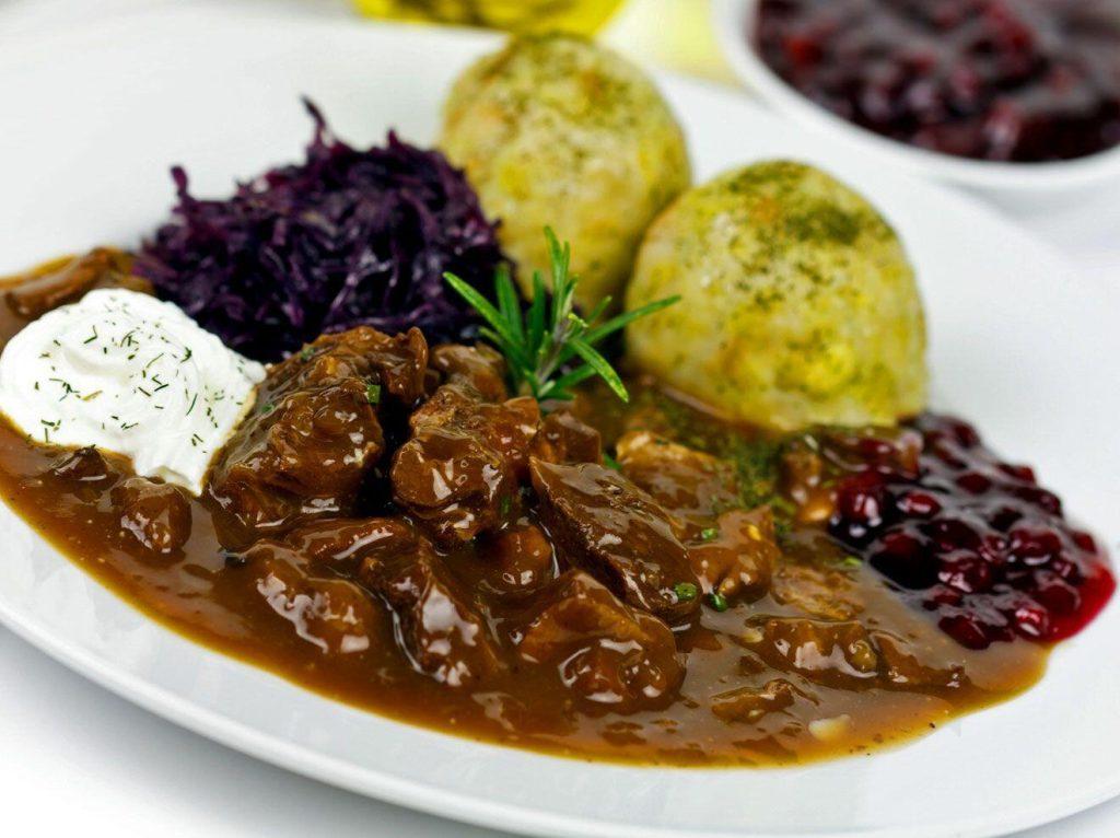 Omas Hirschgulasch Rezept