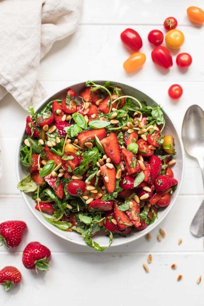 Rucolasalat mit Erdbeeren