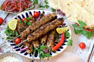 Hackfleisch Spieße auf Türkische Art