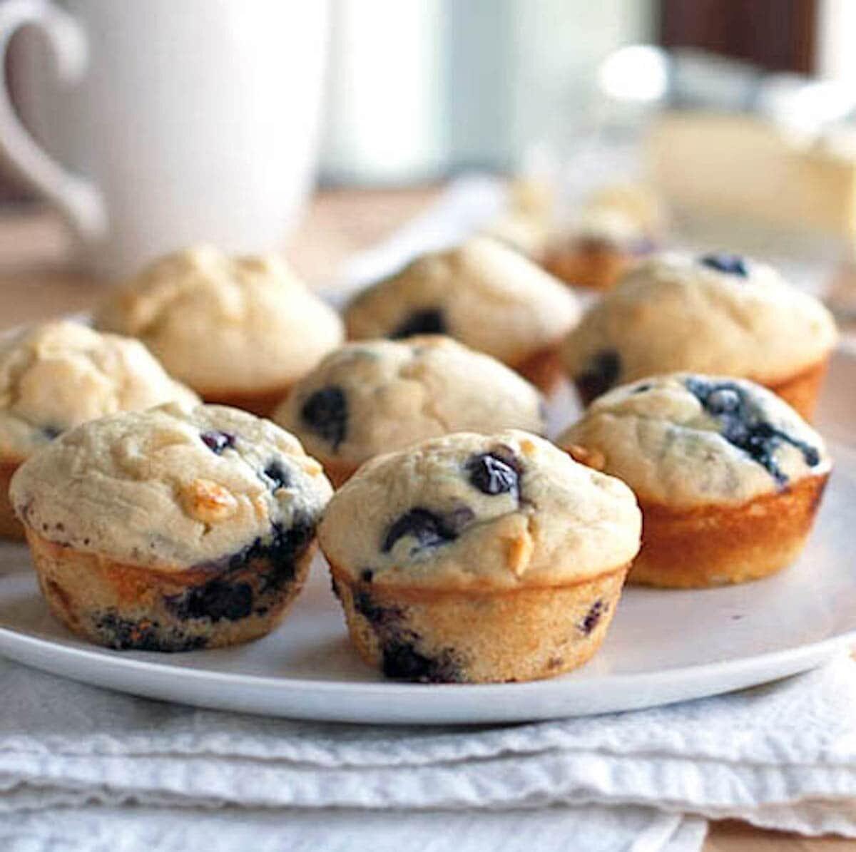 Muffins mit weißer Schokolade und Blaubeeren