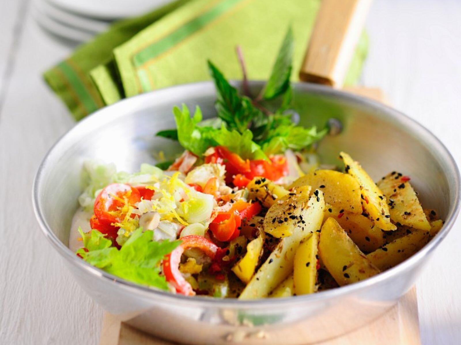 Salat mit gebratenen Kartoffeln
