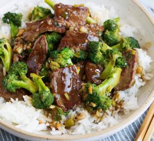 Asiatische Rindfleischpfanne mit Brokkoli