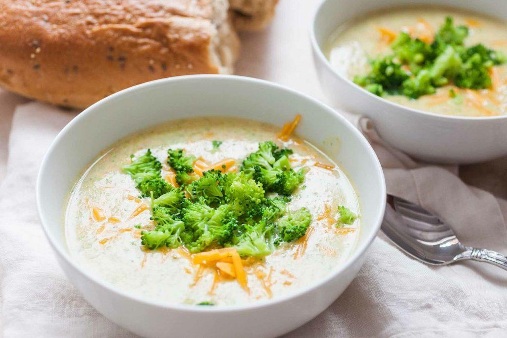 Brokkoli - Käsesuppe mit Pilzen