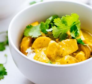 Cremiges Curry Hühnchen mit Gemüse
